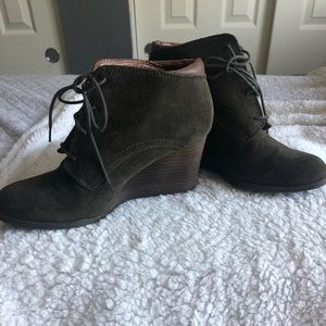 LUCKY BRAND Suede wedge lace up bootie